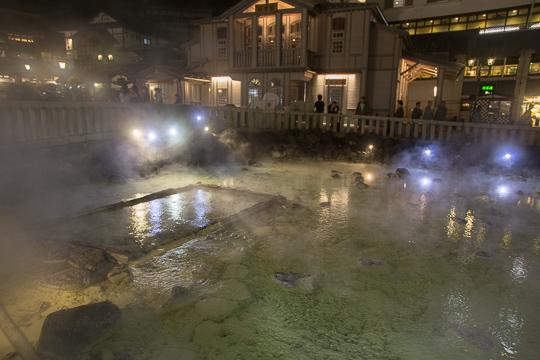草津温泉・夜の湯畑